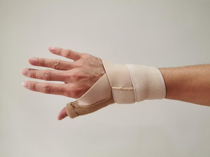 Як пластичні хірурги можуть допомогти в лікуванні артриту великого пальця? | SLOSSER